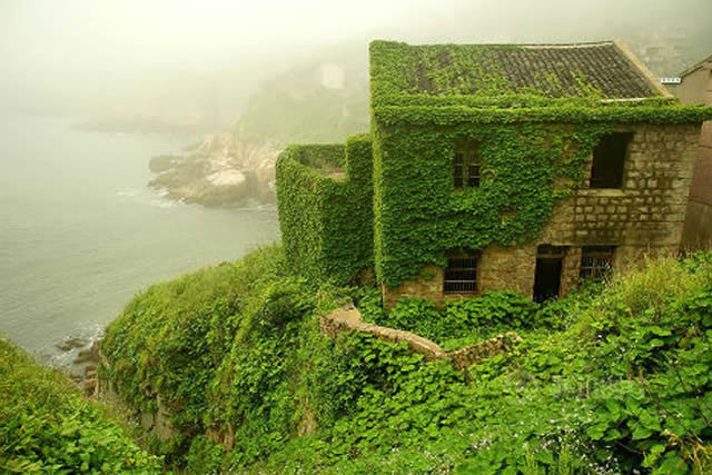 Čínska dedinka pohltená prírodou