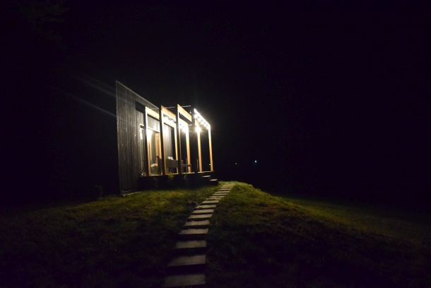 Pohľad na Kuticu v noci, recenzia a postrehy