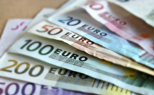 Euro bankovky peniaze
