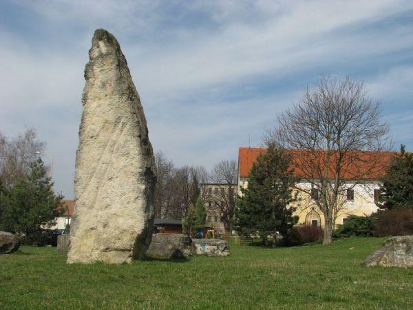 Menhir Holíč