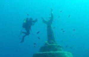 Podmorský Ježiš pre potápačov