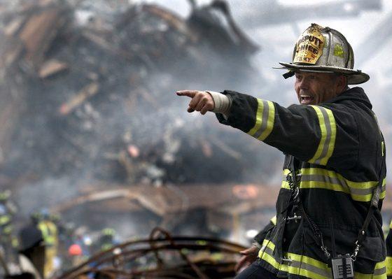 Požiarnik a kevlarova vesta