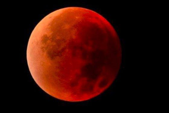 červený mesiac