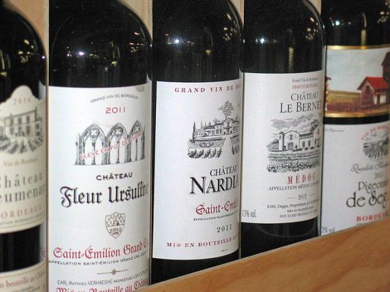 Gastronómia, fľaše vína, kvalitné víno
