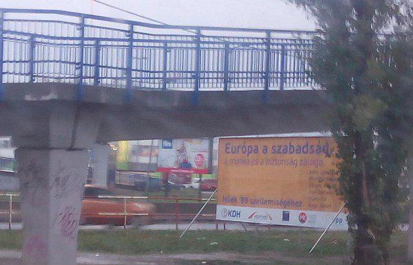 Záhadné billboardy, podivný jazyk