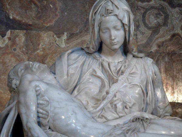 Michelangelo a socha Pieta z Vatikánu