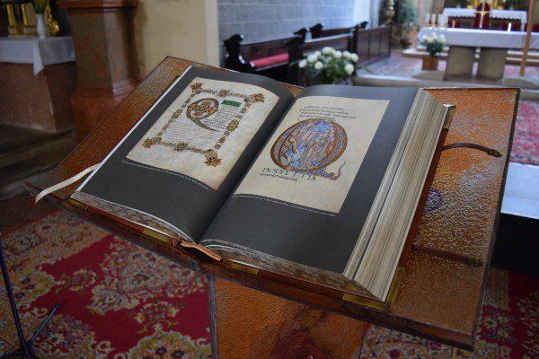Stredoveká Biblia