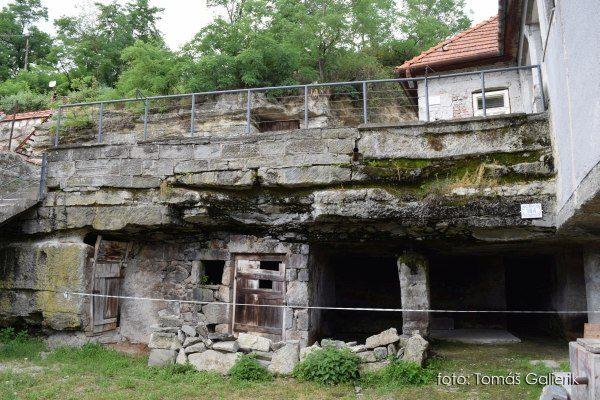 Brhlovce a skalné obydlia