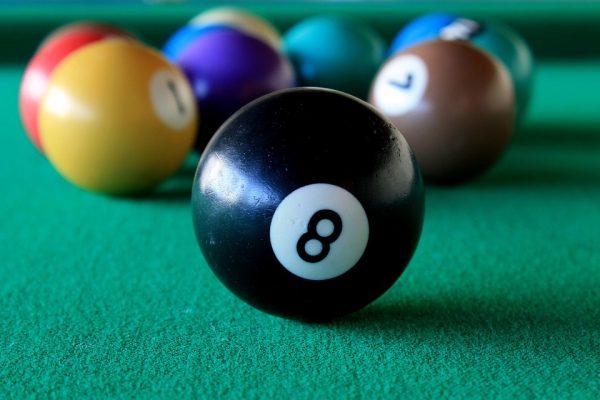 Proč je billiardový stůl zelený?