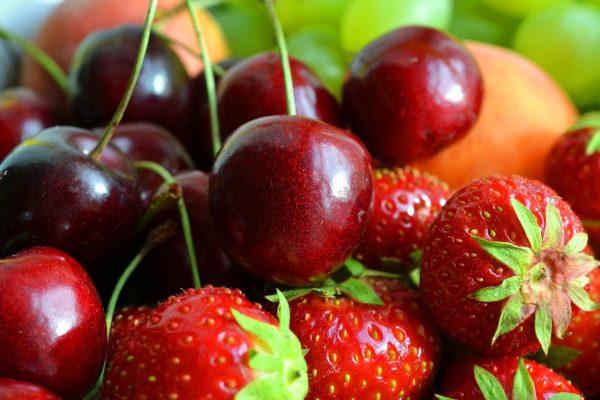 červené ovocie cez jún