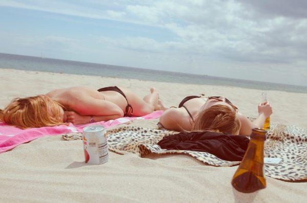 opalovanie na pláži a koža