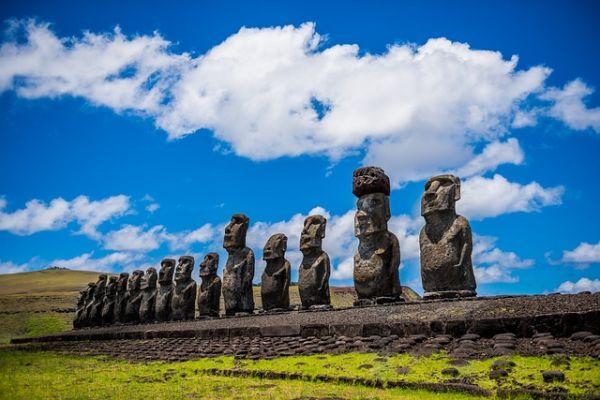 Veľkonočný ostrov a kamenné sochy