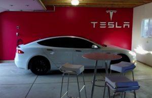 Tesla garáž a malý vlastný showroom