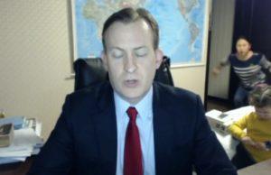 Deti vtrhli do pracovne cez vysielanie BBC Live