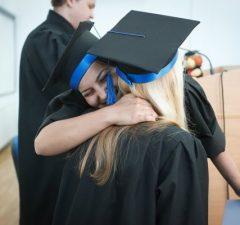 Vysoká škola a promócie: titul bakalár, bc.
