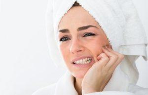 žena po sprche a zuby, bolesť zubov