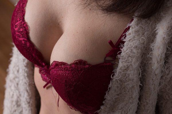 Prsia ženy v článku Rakovina prsníka