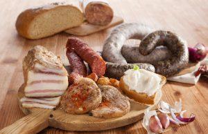 Zabíjačka, tradičné produkty, slanina, tlačenka, hurky