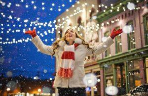 Vianoce a uliciach pred a po Vianociach