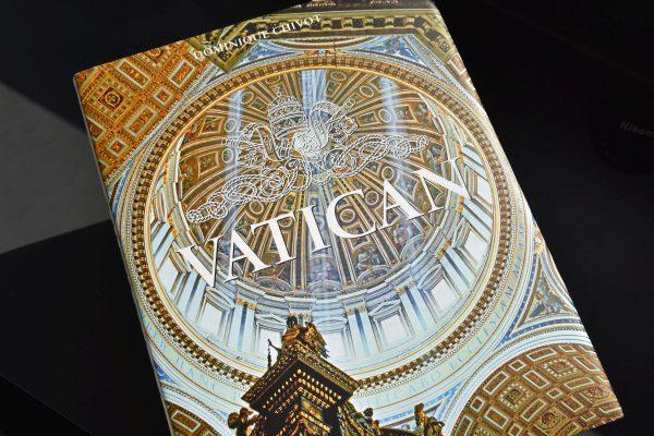 Vatican luxusná kniha