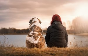 žena a pes, v prírode, vzťah so psom