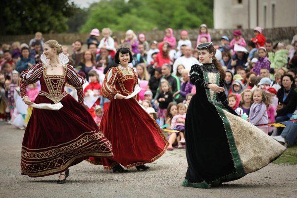 Červený Kameň, dobové tance stredovek