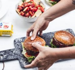 Natucnutý burger