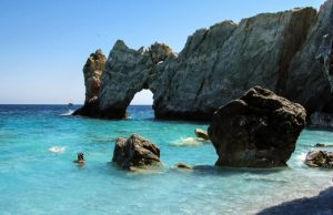 Grécko, ostrov Skiathos, pláž Lalaria a ochrana pláže pokutou