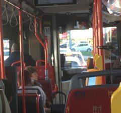 Vodič MHD a interiér autobusu v MHD
