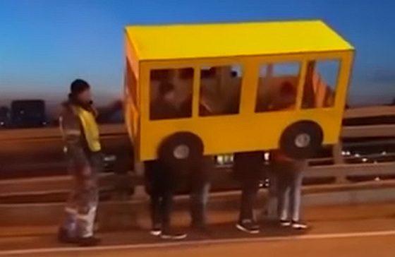 Autobus na moste vo Vladivostoku