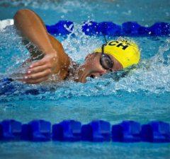 plávanie a plavkyňa, ilustračné foto