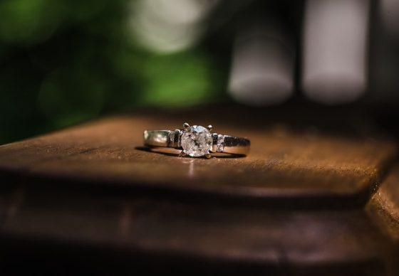 diamantový snubný prsteň
