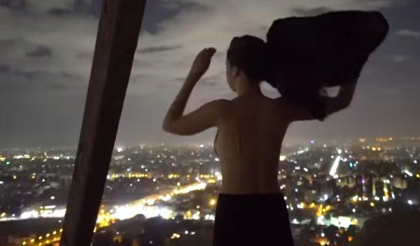 Pyramída v Gíze na vrchole