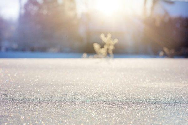 Sneh, zasnežená krajina