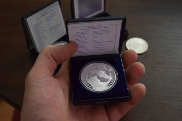 PROOF mince strieborné