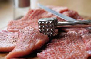 rezne a klepanie mäsa na rezne