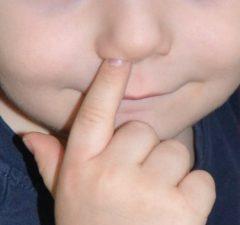 prst v nose