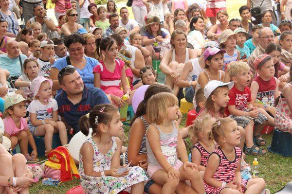 Deti, veľa detí nejaký festival a podujatia