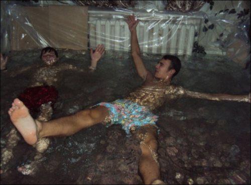 Rusko a bazén v byte, pomocou igelitu (zábavné obrázky)
