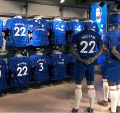 merch, darčekové predmety Chelsea londýn futbalový klub