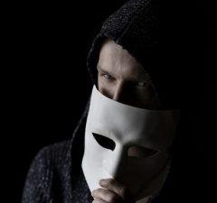predstava o tom ako vyzerá hacker, tajomný a neznámy
