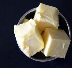 maslo alebo margarín