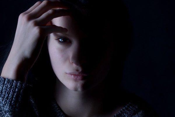 Depresia, dievča, smútok trápenie