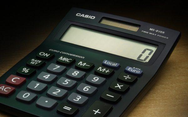 kalkulačka a nula na displeji