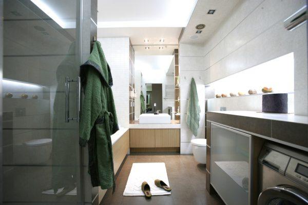 Kúpeľňa a žena