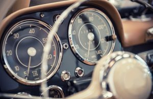 Auto a tachometer