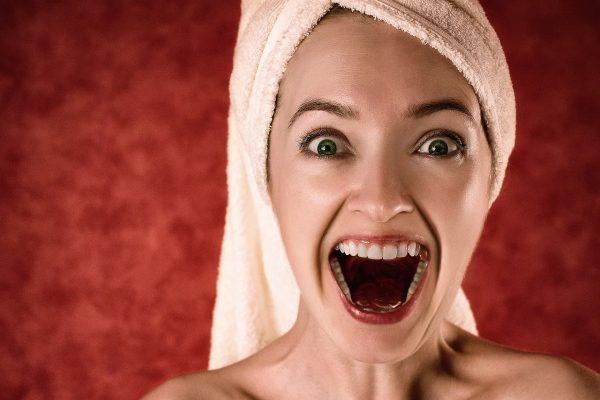 Strach, krik a vresk ženy