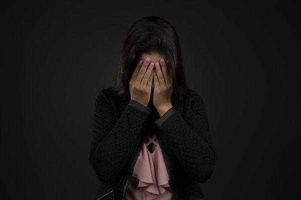 Depresia, žena sa nepozerá