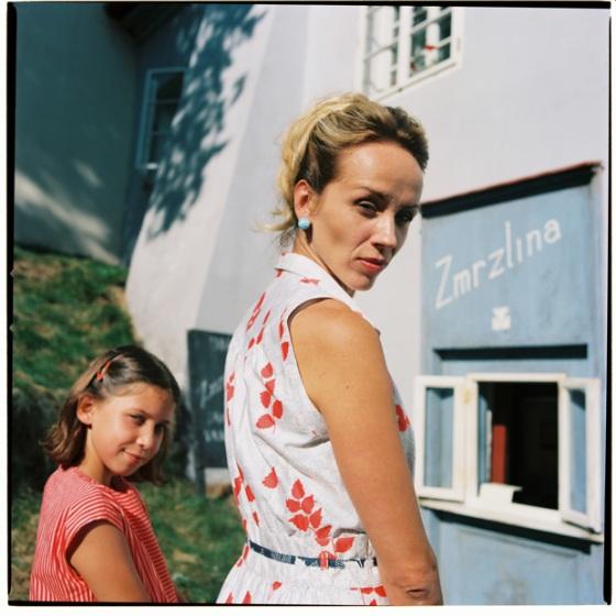 Československý film Slovo (2021), fotografie v retro štýle 60-tych rokov