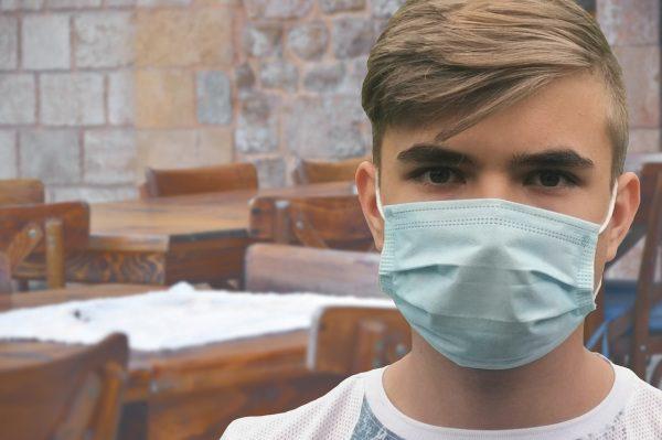 Maska / rúško, pre koronavírus žiadne reštaurácie a aktivity